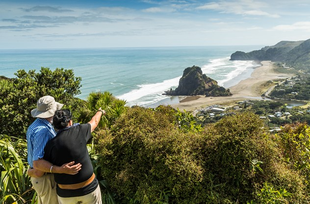 Private Auckland Luxury Tour - From Coast to Rainforest